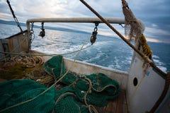捕鱼网在一艘小捕鱼船的甲板 免版税图库摄影