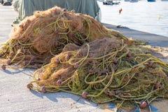 捕鱼网堆在船坞 库存图片