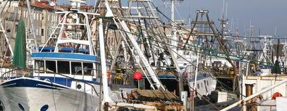 捕鱼船在海港口 免版税库存图片