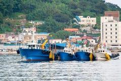 捕鱼船在Jangseungpo港口 免版税图库摄影