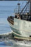 捕鱼船Sasha李标题到肉食里咆哮 免版税库存图片