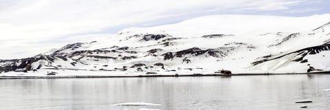 捕鲸船海湾,欺骗岛,南极洲全景  免版税库存照片