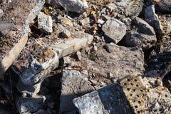 损坏的具体块和砖的堆 库存图片