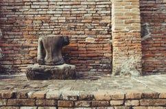损坏的古老菩萨雕象 免版税库存图片