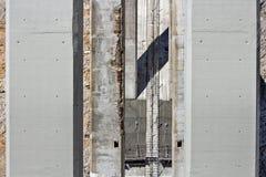 损坏的和更新的柱子 图库摄影