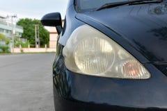 损坏的和被弄脏的车灯表面 免版税库存图片