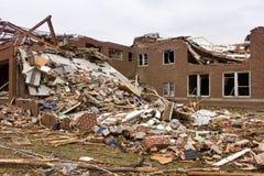 损坏的基本joplin mo学校龙卷风 免版税库存照片