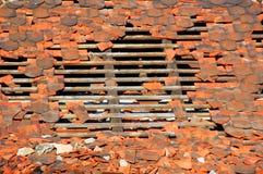 损坏的屋顶 免版税库存图片