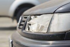 损坏的汽车前灯 库存图片