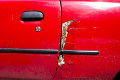 损坏的红色汽车 免版税图库摄影