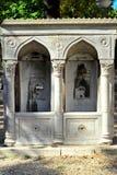 损坏的老喷泉 免版税库存照片