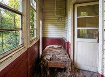 损坏的老走廊 免版税库存照片