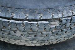 损坏的轮胎 免版税库存照片