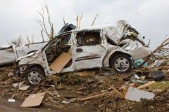 损坏的joplin mo龙卷风有篷货车 免版税库存图片