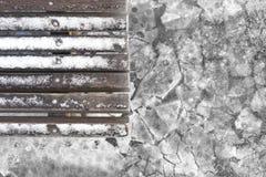 换下场与在冰背景的雪在冬天公园 库存图片
