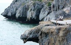 换下场在Paree小屋手段的岩石在Srichang海岛 免版税库存图片