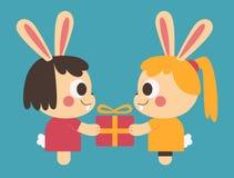 换礼物的同性恋兔宝宝夫妇 库存照片