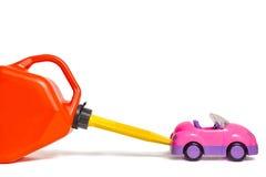 换装燃料有塑料汽油箱的玩具汽车 免版税库存图片