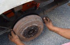 更换轮胎 库存照片