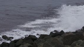 捶打岩石的海在哈特尔浦 图库摄影