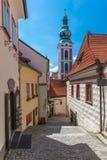 捷克克鲁姆洛夫市视图在晴天的中部通过一点a 免版税图库摄影