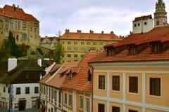 捷克克鲁姆洛夫教会城堡天秋天 免版税库存照片