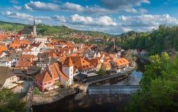 捷克克鲁姆洛夫cityview从上面在晴天 库存图片
