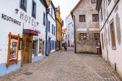 捷克克鲁姆洛夫历史的中心街道视图 免版税库存图片