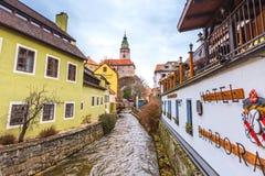 捷克克鲁姆洛夫历史的中心街道视图 免版税库存照片