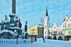 捷克共和国正方形在城市Trutnov在冬天 免版税库存照片