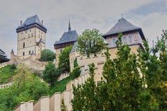 捷克城堡Karlstejn在布拉格 免版税图库摄影