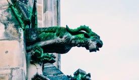 捷克建筑学,可怕山羊面貌古怪的人雕塑,哥特式寺庙 免版税图库摄影