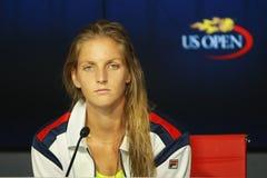 捷克的职业网球球员Karolina Pliskova在新闻招待会期间的在她的在美国公开赛的半决赛以后2016年 库存图片