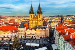 捷克老布拉格共和国城镇 在Tyn教会和1月H的看法 免版税库存照片