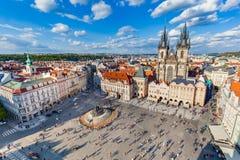 捷克老布拉格共和国城镇 在Tyn教会的看法 库存图片