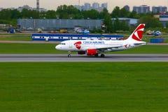 捷克航空公司空中客车A319-112航空器在普尔科沃国际机场在圣彼德堡,俄罗斯 库存图片