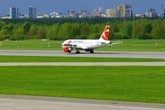 捷克航空公司空中客车A319-112航空器在普尔科沃国际机场在圣彼德堡,俄罗斯 免版税库存照片