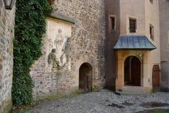捷克语,罗马式建筑学,旅游业,城堡Bouzov,奥洛穆茨,美丽的景色,古物收藏家,高尚的家庭, 库存图片