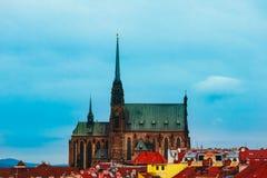 捷克,布尔诺,圣皮特圣徒・彼得和保罗大厦,城市视图大教堂  免版税库存照片