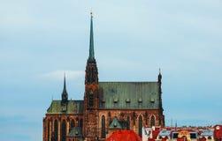 捷克,布尔诺,圣皮特圣徒・彼得和保罗大厦,城市视图大教堂  库存照片