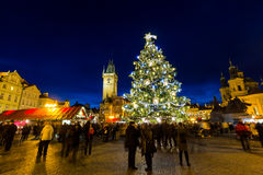 捷克,布拉格, 2015年12月22日:在老镇中心的圣诞节心情,布拉格,捷克 库存照片