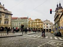 捷克,布拉格2017年12月26日:人人群老正方形的 免版税库存照片