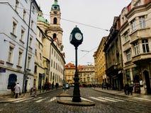 捷克,布拉格2017年12月26日:人人群老正方形的 库存图片
