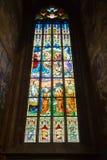 捷克,布拉格- 2016年12月19日:圣Vitus污迹玻璃窗在布拉格,捷克 免版税图库摄影