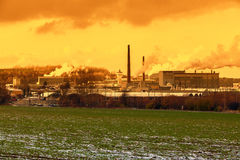捷克, CHLUMCANY, 2015年11月24日, :日落的陶瓷工厂 图库摄影