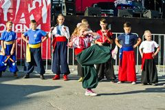 捷尔诺波尔,乌克兰- 2017年10月1日:乌克兰哥萨克人孩子在 库存照片