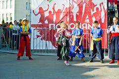 捷尔诺波尔,乌克兰- 2017年10月1日:乌克兰哥萨克人孩子在 库存图片