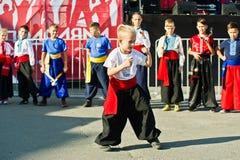 捷尔诺波尔,乌克兰- 2017年10月1日:乌克兰哥萨克人孩子在 免版税库存照片