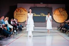 捷尔诺波尔,乌克兰- 2017年5月12日:穿衣裳的时装模特儿 库存图片