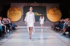 捷尔诺波尔,乌克兰- 2017年5月12日:穿衣裳的时装模特儿 库存照片